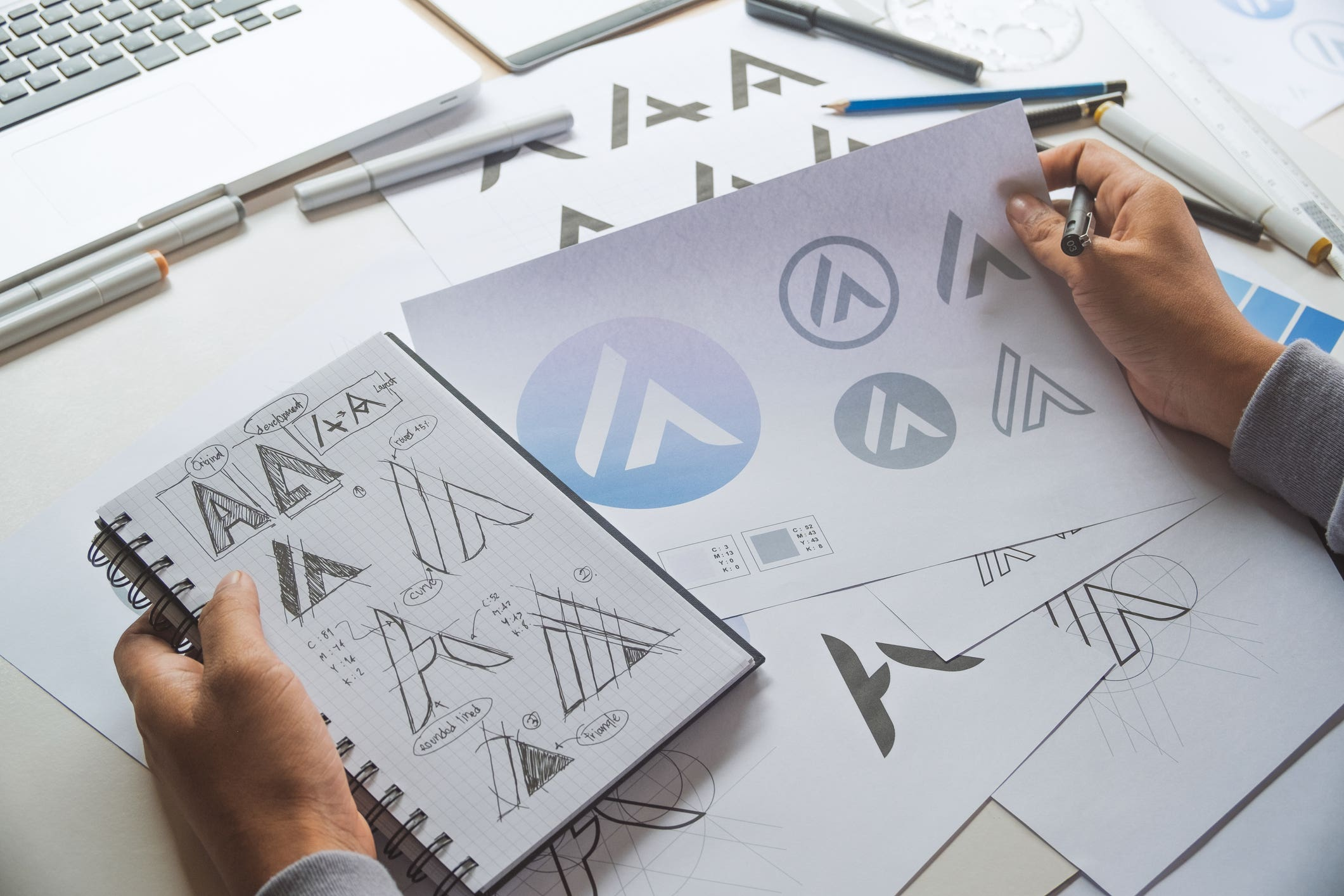 Cover photo for 40 cool logo designs that still rock in 2021